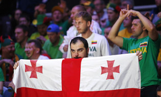 epa04929183 A Georgian supporter reacts during the EuroBasket 2015 Round of 16 match between Lithuania and Georgia at the Pierre Mauroy Stadium in Lille, France, 13 September 2015.  EPA/YOAN VALAT