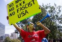 აქცია-მსვლელობა ბოსტონში რასიზმის წინააღმდეგ. დემონსტრანტებს თან ჰქონდა ბანერები ანტი-რასისტული შინაარსის წარწერებით 19.08.17 ფოტო: EPA/MATTHEW HEALEY