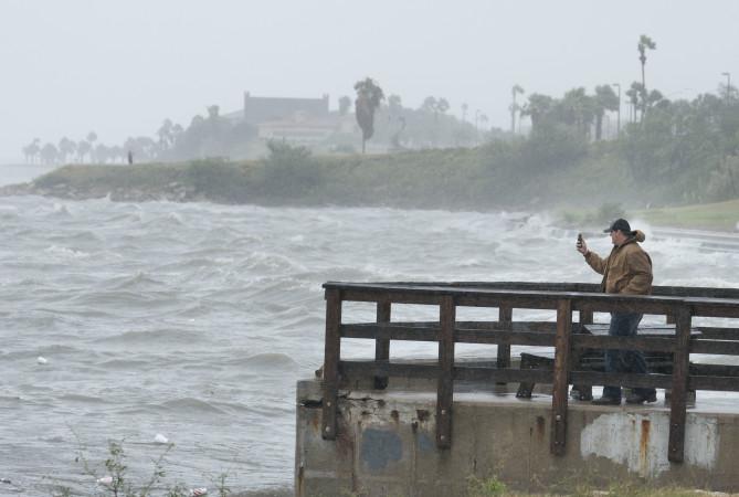 """ქარიშხალი """"ჰარვი"""" EPA-EFE/DARREN ABATE"""