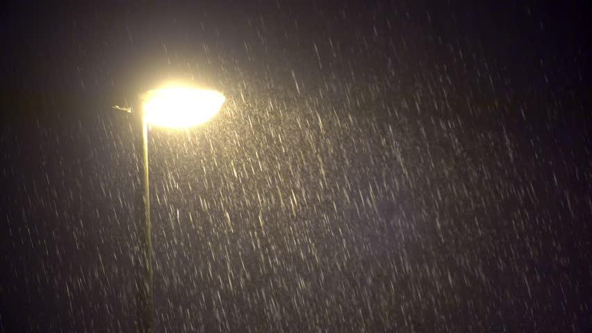 წვიმა და სეტყვა გორში – დაიტბორა სახლები და ეზოები