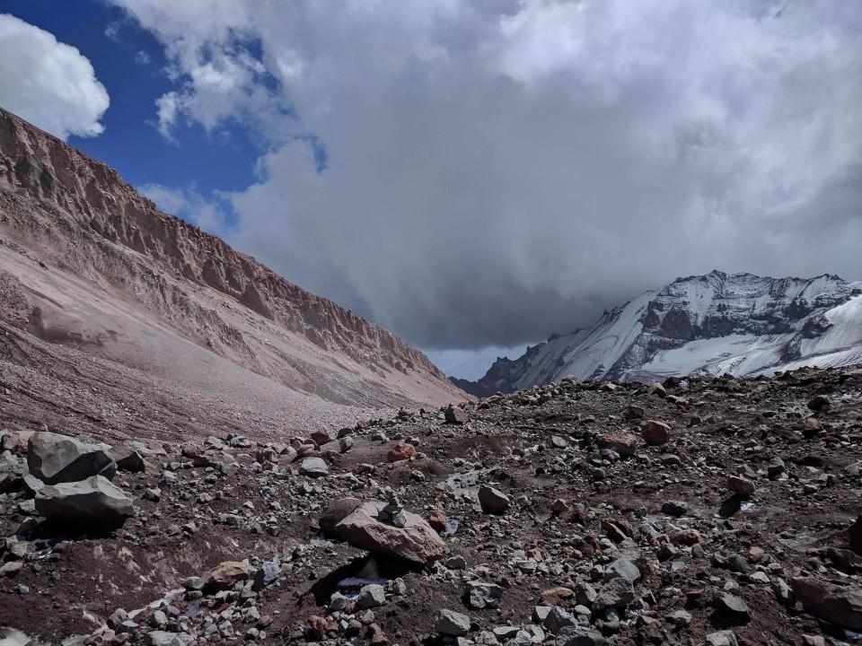 """მთიდან ხშირად ქვები ცვივა, რის გამოც """"ხმაურს"""" უწოდებენ. 28 აგვისტო. ფოტო: გოგა სეფარაშვილი"""