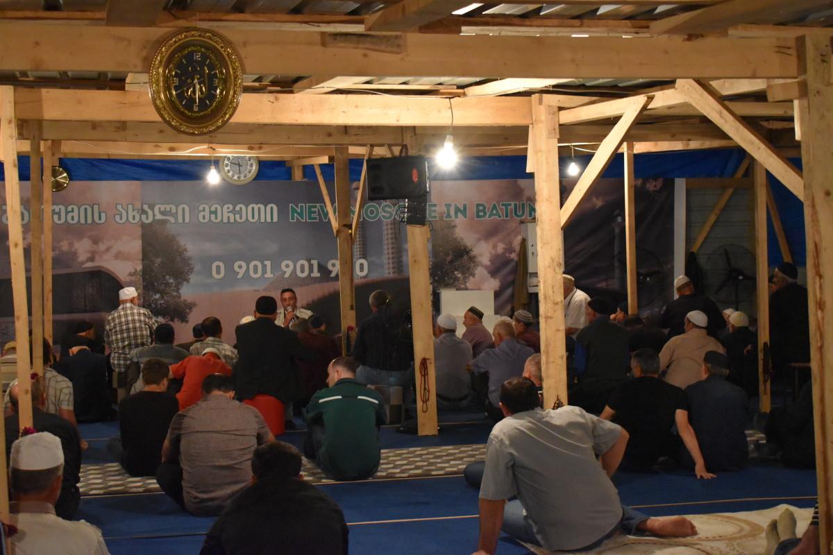 ლოცვა ბათუმის ახალ მეჩეთში