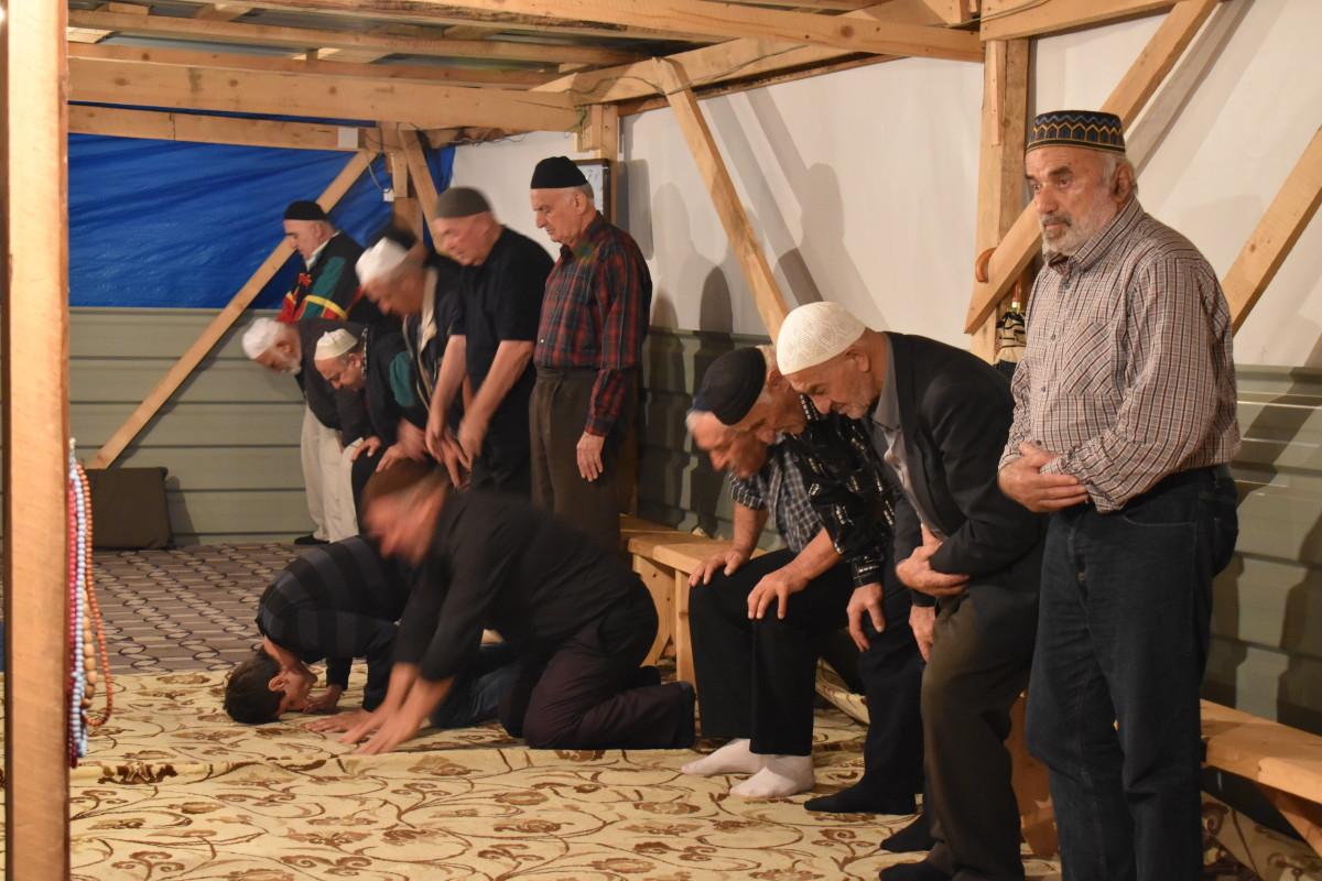 მლოცველები ბათუმის ახალ მეჩეთში