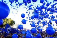 epa03414816 Supporters of the opposition 'Georgian Dream' party release balloons during an election campaign rally in Tbilisi, Georgia, 29 September 2012. Tens of thousands of opposition supporters took part in a mass rally in the Georgian capital  on 29 September,  two days ahead of a parliamentary election overshadowed by a prison brutality scandal. Some 200,000 people took part in the march, waving the blue banners of the opposition 'Georgian Dream' party led by billionaire Bidzina Ivanishvili. Ivanishvili supporters have been circulating an opinion poll predicting that the party of President Mikhail Saakashvili will lose in the election on 01 October.  EPA/ZURAB KURTSIKIDZE