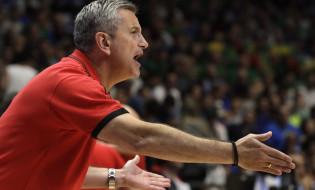 epa06174492 Greek Ilias Zouros, the head coach of the Georgia, reacts during the EuroBasket 2017 group B match between Lithuania and Georgia, in Tel Aviv, Israel, 31 August 2017.  EPA-EFE/JIM HOLLANDER