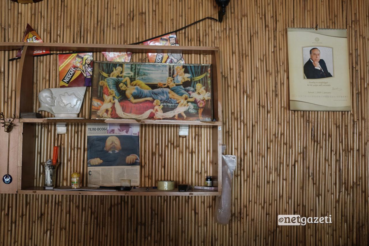 სოფლის ჩაიხანა ჰეიდარ ალიევისა და ლენინის ფოტოებით
