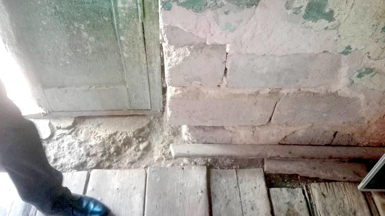 საკლასო ოთახის იატაკი მისი დაგების შემდეგ არ შეცვლილა. სკოლა სოფელ კიროვკაში, მარნეული; 2017, ფოტო: ნეტგაზეთი