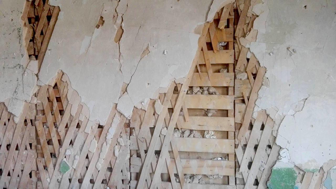საკლასო ოთახის კედელი; სკოლა სოფელ კიროვკაში, მარნეული; 2017, ფოტო: ნეტგაზეთი