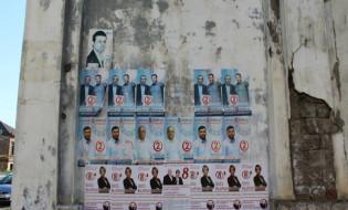 საარჩევნო პლაკატები ფოთის ქუჩებში. ფოტო: მიხეილ გვაძაბია/ნეტგაზეთი