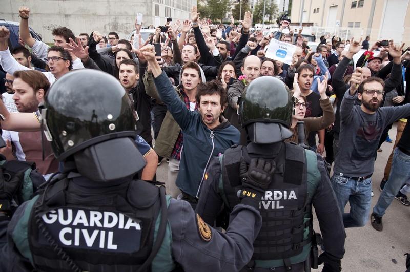 კატალონიაში პოლიციასთან დაპირისპირების შედეგად ათეულობით ადამიანი დაშავდა
