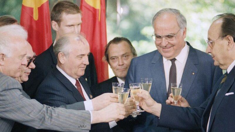 В Грузии 64% опрошенных назвали распад СССР позитивным событием