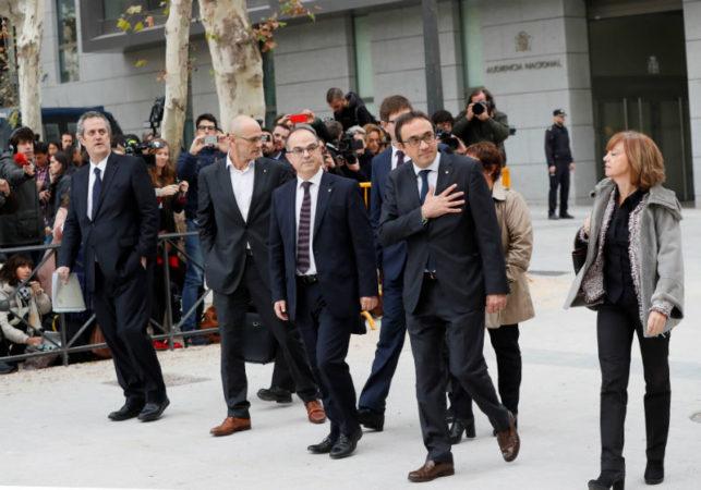 კატალონიის ყოფილი მინისტრები მადრიდის სასამართლოში მივიდნენ. მადრიდი, ესპანეთი, 2 ნოემბერი, 2017 წელი. ფოტო: EPA-EFE/FERNANDO ALVARADO