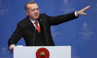 """13.12.17 თურქეთის პრეზიდენტი ერდოღანი """"ისლამური თანამშრომლობის ორგანიზაციის"""" სხდომაზე. ფოტო: EMRAH YORULMAZ / ANADOLU / POOL"""