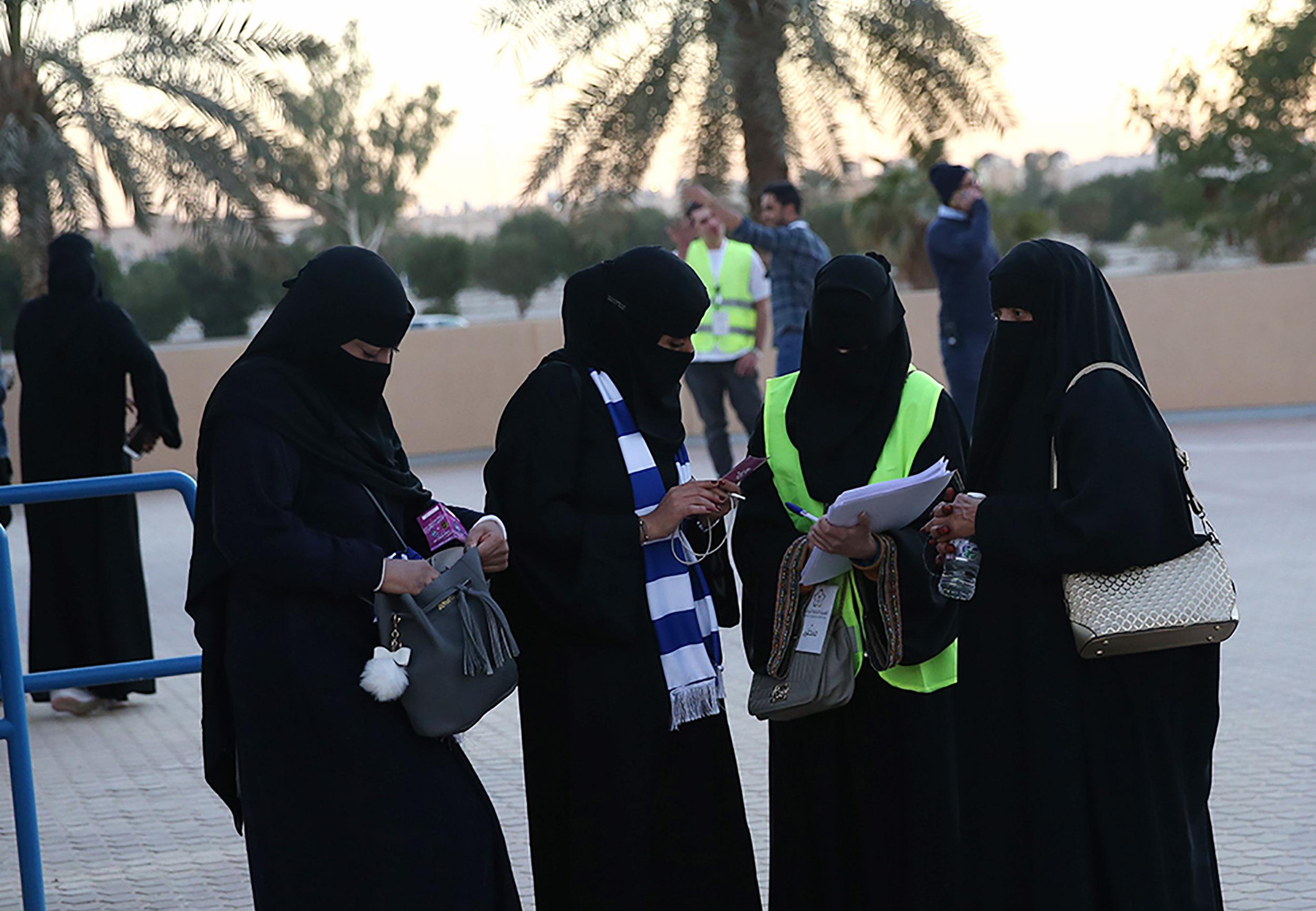 ქალები საფეხბურთო მატჩზე საუდის არაბეთის ქალაქ ჯიდაში. ფოტო: STR