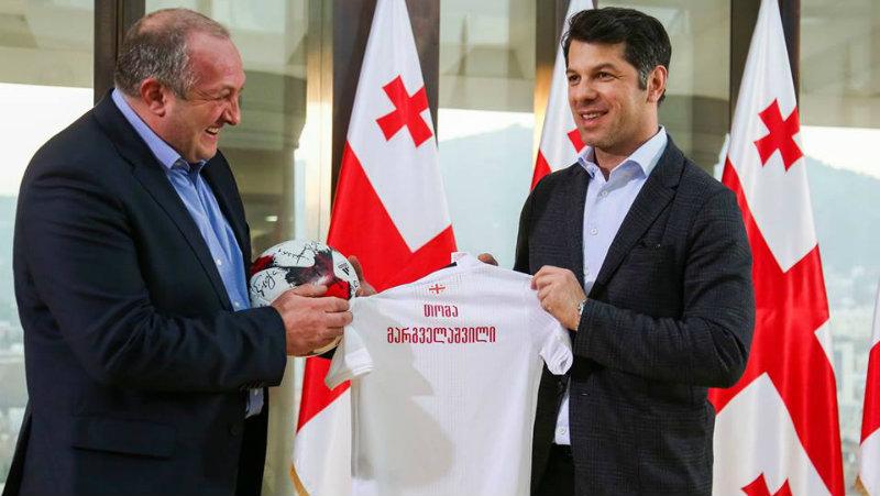 ფეხბურთის ფედერაციამ პრეზიდენტის ახალდაბადებულ შვილს ეროვნული ნაკრების მაისური აჩუქა