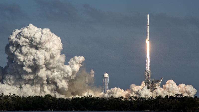 Falcon Heavy-ს გაშვება კოსმოსში. ფოტო: EPA/CRISTOBAL HERRERA