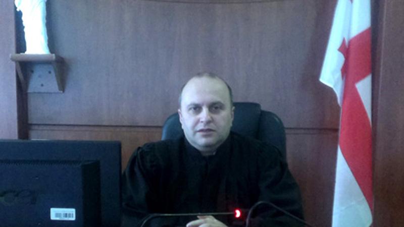 ბათუმელი მოსამართლე კლანურ მმართველობაზე საუბრობს და საიას მისი უფლებების დაცვას სთხოვს