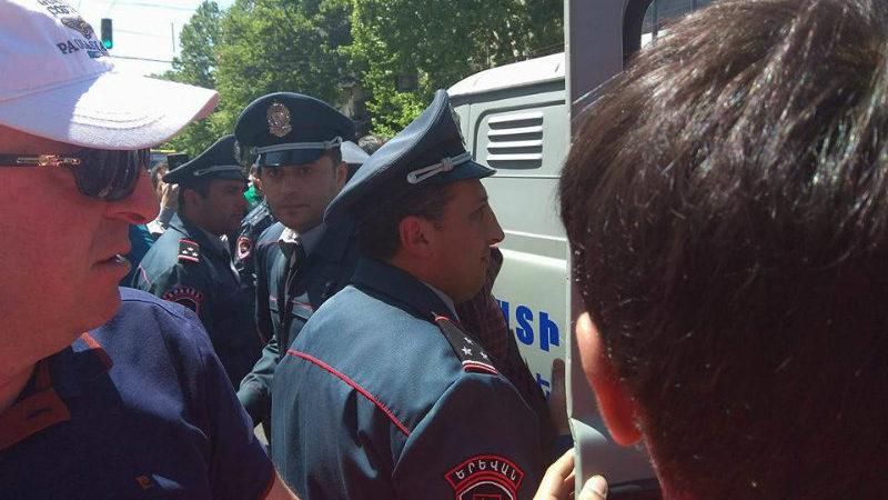 В Армении полиция задержала 25 человек на акции против Пашиняна [видео]