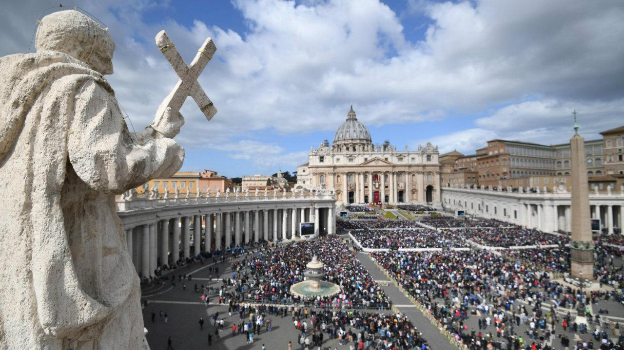 კათოლიკე მრევლის აღდგომის დღესასწაული ვატიკანში [ფოტო]