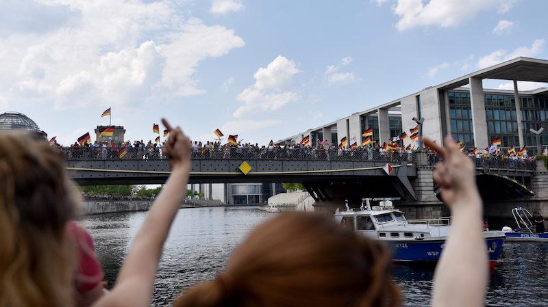 ბერლინში ნაციონალისტების მარშს 5000 ადამიანი ესწრებოდა, ანტიფაშისტურ კონტრაქციას 4-ჯერ მეტი