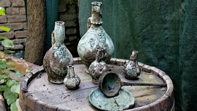 გუდიაშვილის მოედანზე არქეოლოგიური მასალა,  მოჭიქული კერამიკული ჭურჭელი აღმოაჩინეს