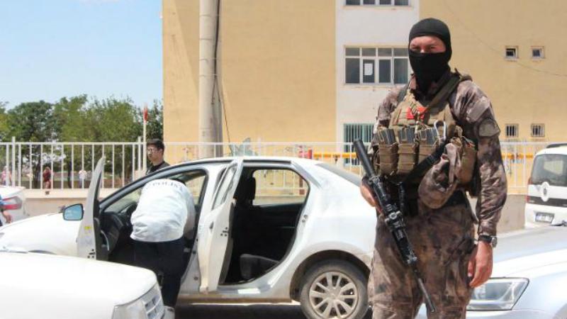 """პოლიცია საარჩევნო უბანზე სურუჩში. ფოტო: გაზეთი """"ჯუმჰურიეთი"""""""