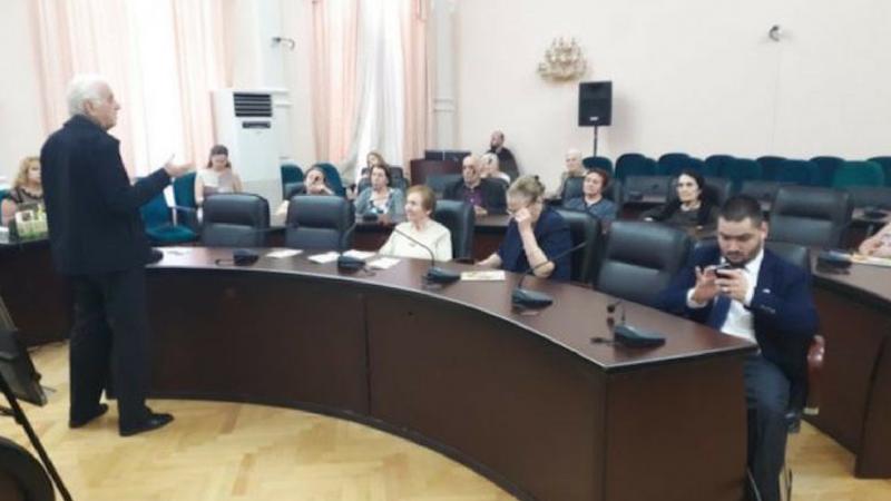 საკრებულოს დარბაზში რუსულ კომპანიას თავისი პროდუქტის რეკლამირების უფლება მისცეს
