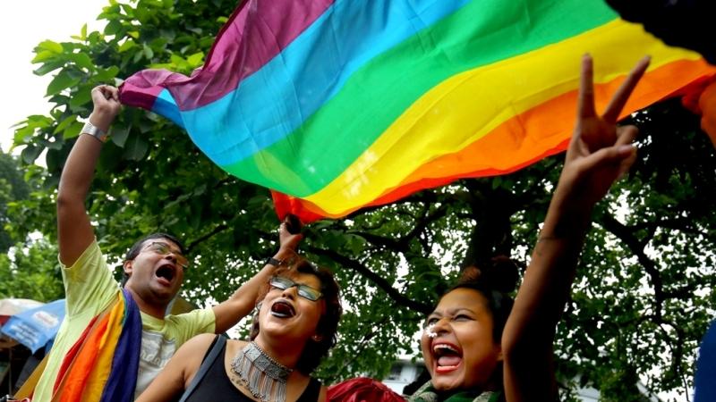 როგორ იზეიმეს ინდოეთში ჰომოსექსუალობის ლეგალიზაცია [ფოტო]