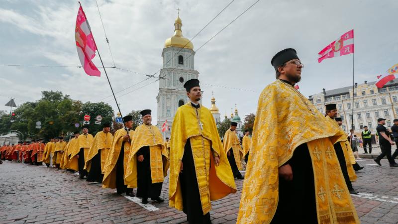 რელიგიური რიტუალი კიევში. ფოტო: EPA/SERGEY DOLZHENKO