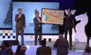 საქართველოს რუკა - თორნიკე რიჟვაძის საჩუქარი რუსეთის დელეგაციას. ფოტო: აჭარის მთავრობა