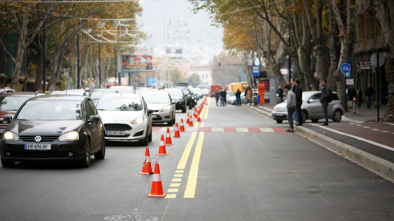 Опрос: В Тбилиси 79% респондентов поддержали наличие автобусных полос