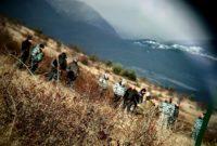 რუსი სამხედროები მავთულხლართების მეორე მხარეს. ფოტო: დავით ქაცარავა