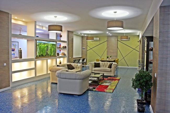 სასტუმრო 42 ნომრით, სპორტულ-გამაჯანსაღებელი კლუბით, ოლიმპიური სტანდარტების მქონე საცურაო აუზითა და ფიტნეს ცენტრით ფუნქციონირებს