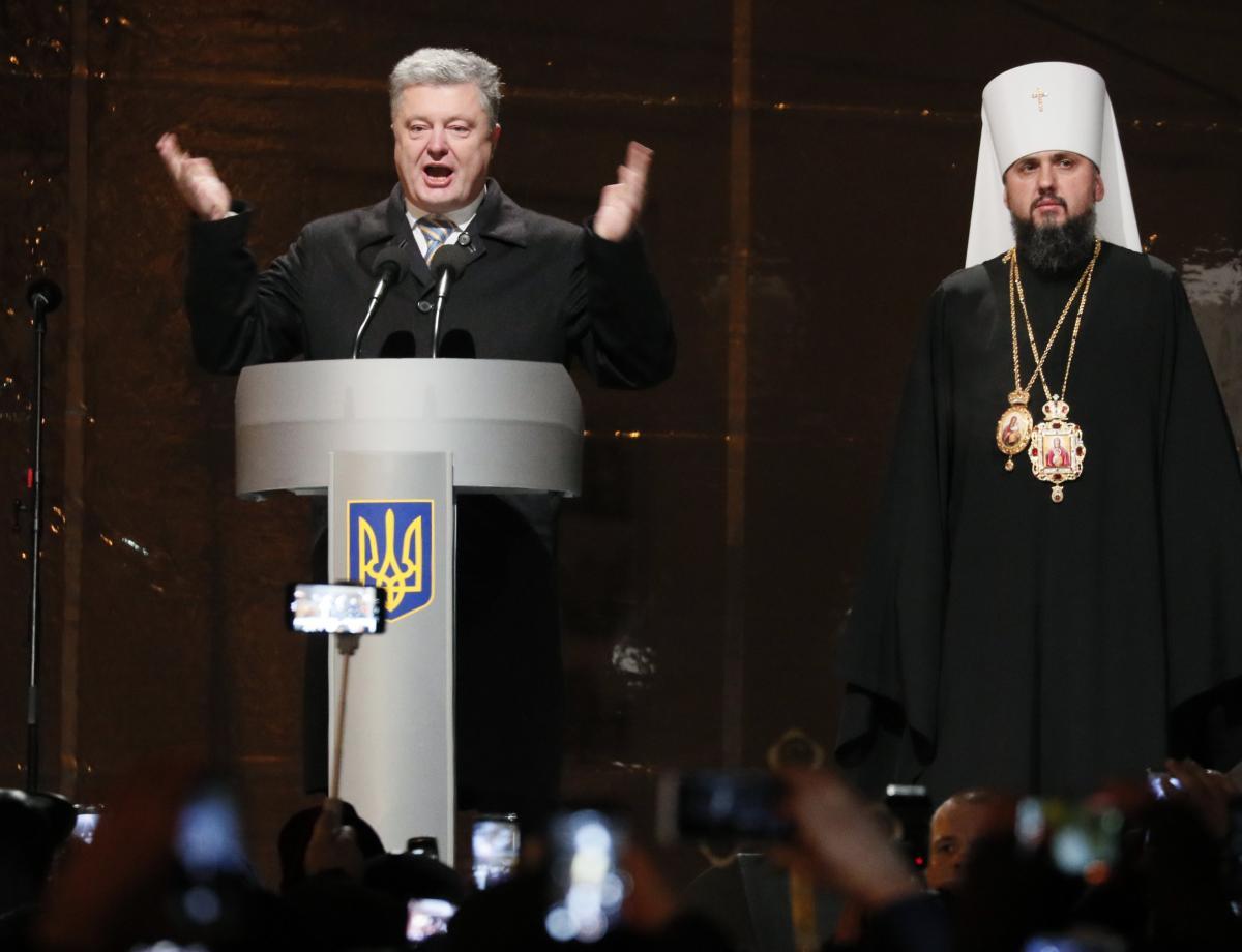 უკრაინის პრეზიდენტი პეტრო პოროშენკო და მიტროპოლიტი ეპიფანე. ფოტო: Reuters