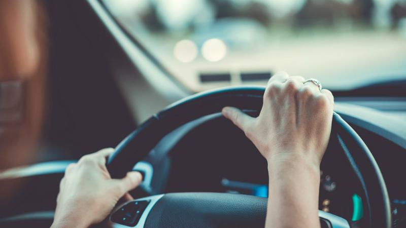 В Армении принят закон запрещающий курить в автомобиле
