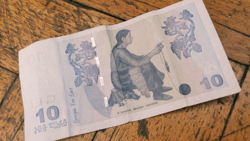 კომერციულ ბანკებში 1 აშშ დოლარის ღირებულება 3 ლარი გახდა