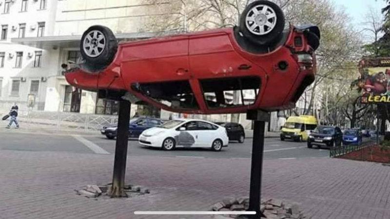 ბოძებზე დამაგრებული დამტვრეული მანქანები შსს-ს კამპანია აღმოჩნდა