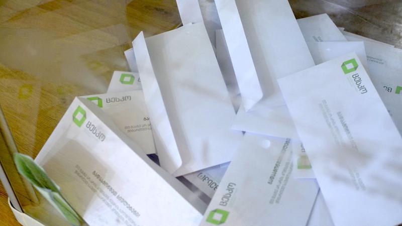 Платная горячая линия и бюрократия — борьба самоизолированных за право проголосовать