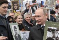 """რუსეთის პრეზიდენტი ვლადიმერ პუტინი """"უკვდავთა პოლკის"""" მსვლელობაზე, მოსკოვში. 09.05.17 ფოტო: ALEXEI NIKOLSKY/SPUTNIK/ KREMLIN"""