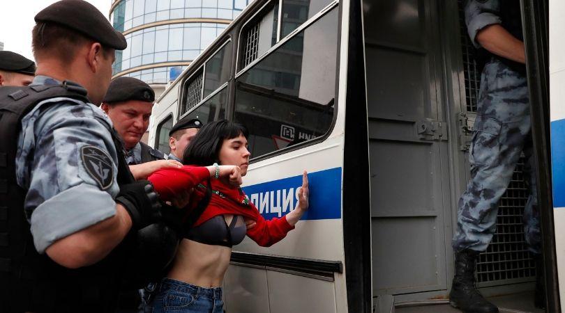 დაკავებები მოსკოვში, ივან გოლუნოვის მხარდამჭერ აქციაზე. ფოტო: EPA/MAXIM SHIPENKOV