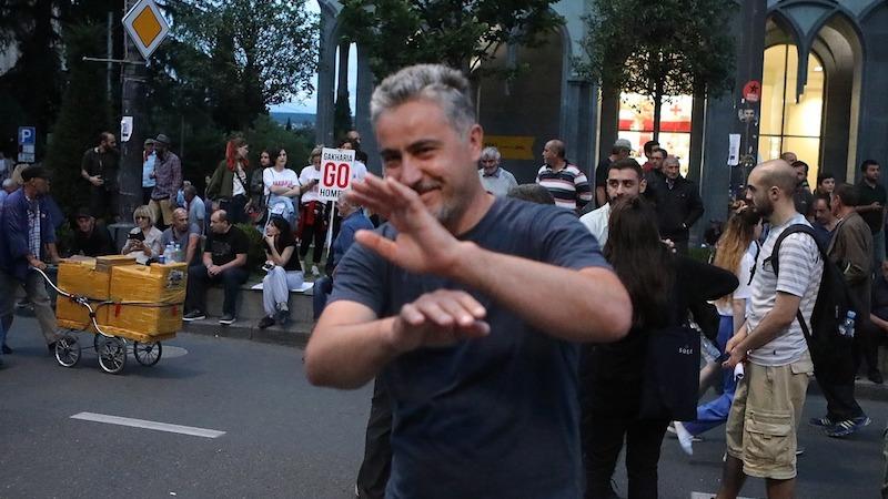"""20 ივნისის საქმეზე დაკავებულებიდან ერთ-ერთი """"ნაკრესის"""" თანამშრომელი ბეჟან ლორთქიფანიძეა"""