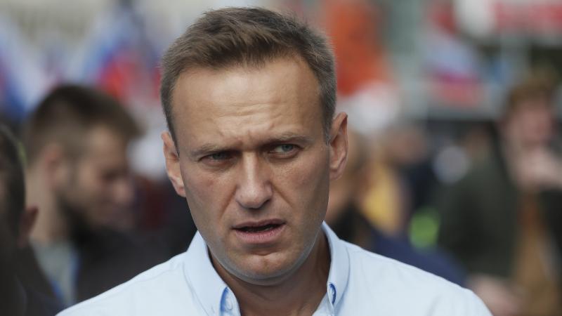 Алексей Навальный без сознания. Пресс-секретарь предполагает, что его могли отравить