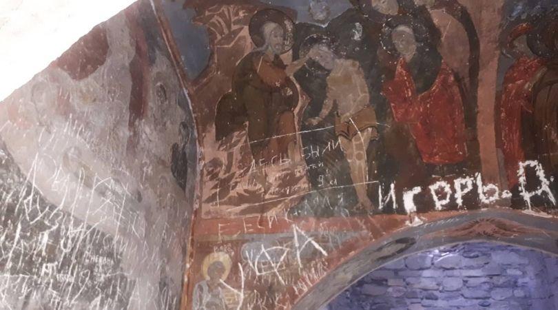 დაზიანებული ფრესკა ღვთაების ტაძარში. ფოტო: ნინო ბურჭულაძე