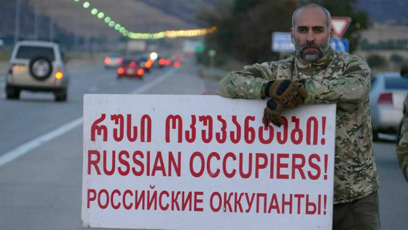 Митингующие в Тбилиси требуют от властей активного вмешательства в дела по освобождению похищенных граждан Грузии