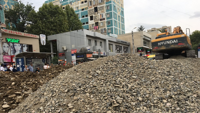 500 ტონა მილები მოიპარეს გლდანში ქუჩების მოწყობისას – კალაძე