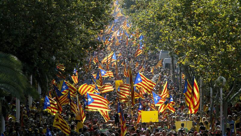 ესპანეთის სასამართლომ ამბოხებაში ბრალდებულ კატალონიელ ლიდერებს პატიმრობა მიუსაჯა