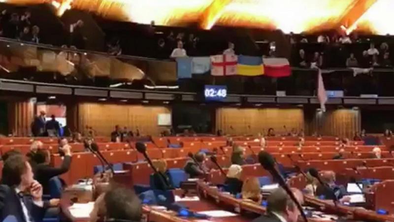 PACE-ში რუსეთის დელეგაციის გამოსვლა საქართველოსა და უკრაინის დროშების გაშლით გააპროტესტეს