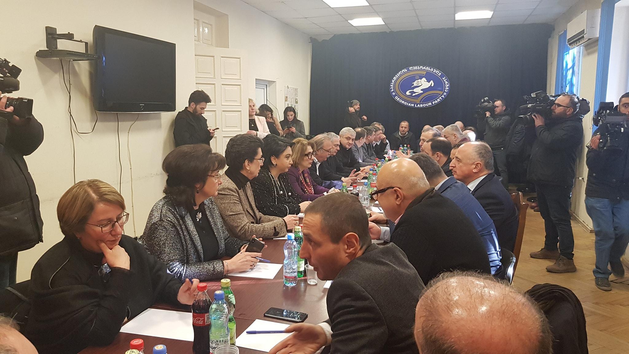 Оппозиция призывает «Грузинскую мечту» вернуться за стол переговоров