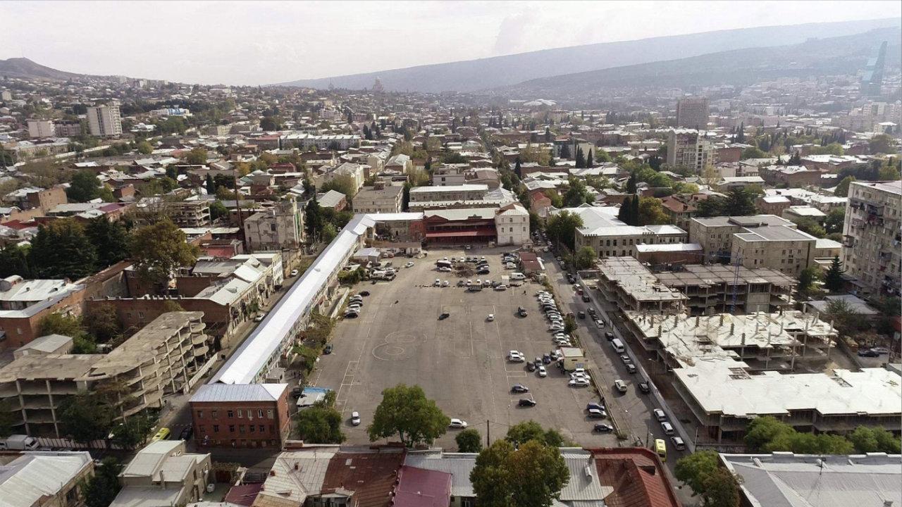 Территорию в Тбилиси на которой просили разбить сквер купил бизнесмен Темур Угулава