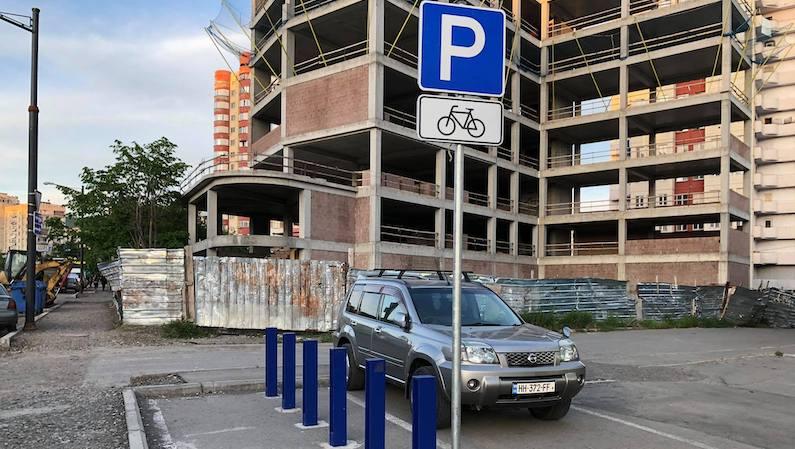 В Тбилиси расширяют ареал зонально-почасовой парковки